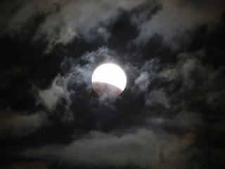 s-1_皆既月食始まるA1405.jpg